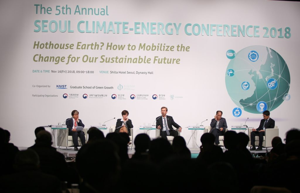 Axel Timmermann during the Climate-Energy Conference